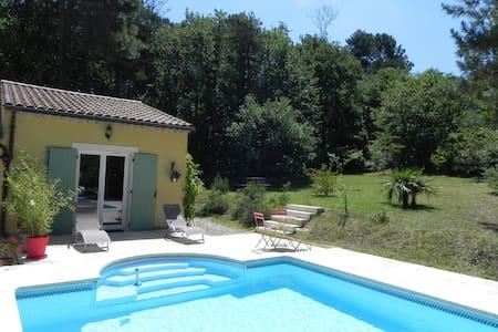Studio avec piscine,au calme proche Dieulefit - Byt
