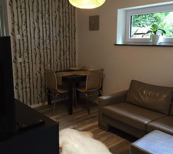 Moderne, ruhige Wohnung im Souterrain am Waldrand - Condomínio