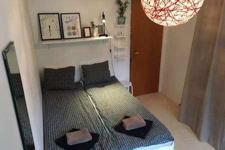 Private room, 11 min to the city! - Solna