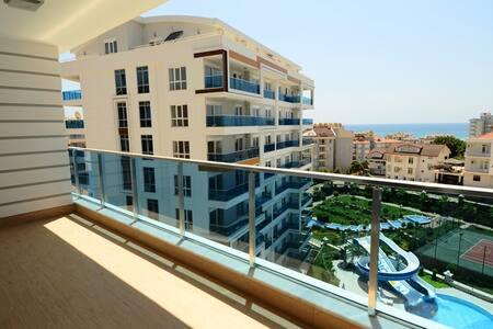 Новая квартира на берегу живописной горной реки. - Tosmur Belediyesi - Apartamento