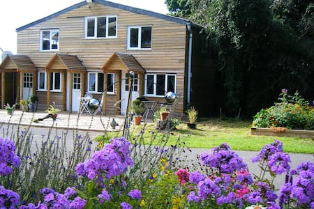 Usk Valley B and B - Bettws Newydd - Bed & Breakfast