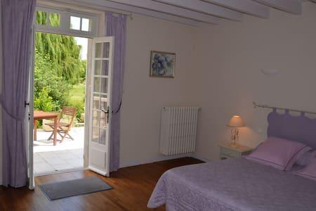 Au Moulin Brun chambre d'hôte Amélie - Saint-Hilaire-de-Villefranche