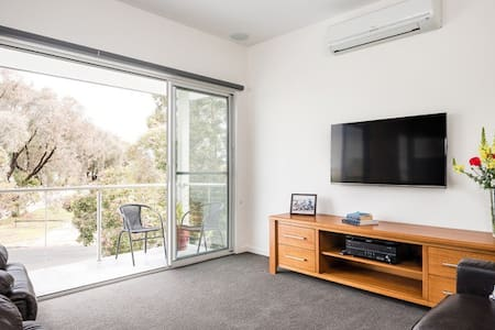 Beach Side Retreat - Mornington - Townhouse