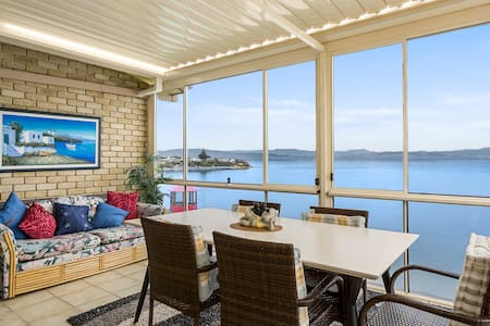 Beachfront Getaway - Haus