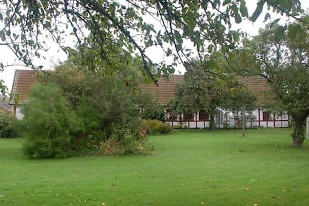 Lejlighed - Bornholm - gl. gård - Apartamento