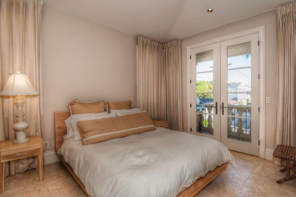 The Bedroom Suite With Its Large Windows Allow Lots Of Natural Lights To Stream In