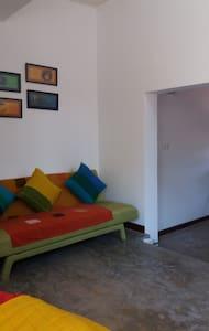 Majestic Apartments - Nugegoda, Col. (en-suite 2) - Colombo - Apartment
