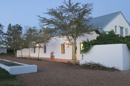 Shiraz Guest House Room#3 Honeymoon/Family suite - Riebeeck Kasteel