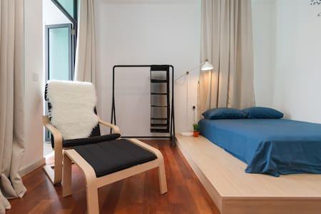 Modern Room w/ En-suite Bath - Gelugor