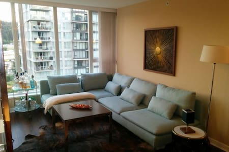 Beautiful 2 bed 2 Bath, View, Parking, Super Clean - Port Moody - Wohnung