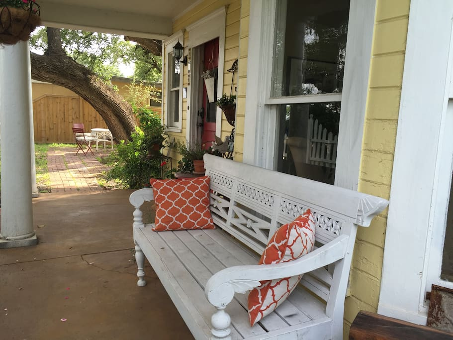 my daily habit of sitting by the porch and admiring nature The screened porch is officially open for business and i mean the business of relaxation, chatting and tea sipping the rain yesterday may just have been what we all needed to clean the air, at least that's my hope anyway.
