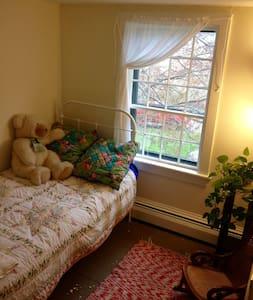 Tiny Room @ Yellow House - Casa