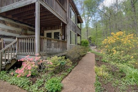 5BR/5.5 BA Country Inn - up to 18pp - House
