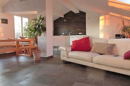 attico con terrazza panoramica - Apartamento