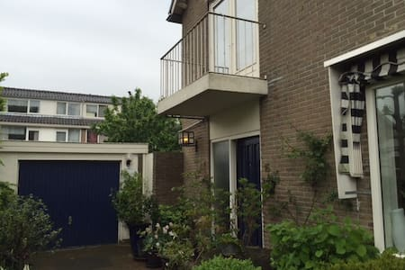 A whole house, train just 10 min, Schiphol 25 min - Alphen aan Den Rijn