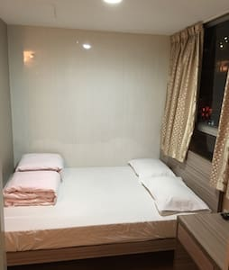 Licensed double room w/ big windows - 香港 - Apartment