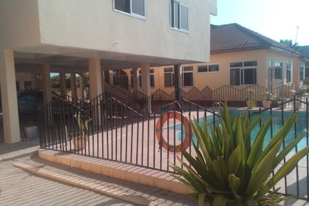 Modern furnised villa 1 bed self contained Pool V7 - Accra - Pis