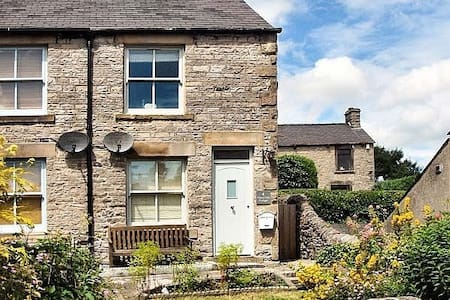 Character cottage in Bradwell in the Peak District - Hus