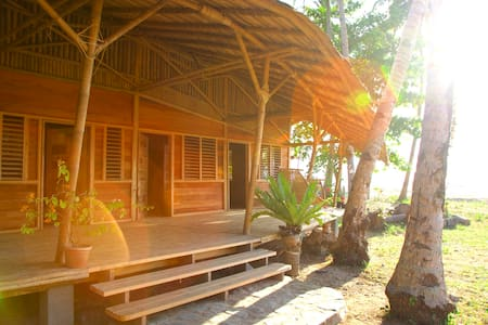 Kaibigan Soul Camp • WHALESHARK • longhouse beach - Pension