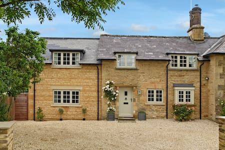 Charming cottage near Kingham - Sarsden