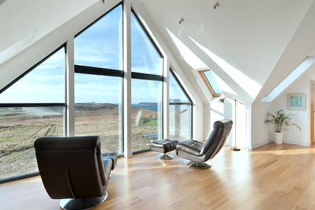 Locholly Lodge, Sea Views & Hot Tub - Achiltibuie - Casa