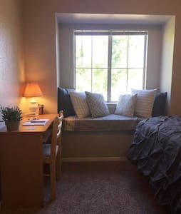 Convenient+Comfortable Housing in heart of Redding - Appartement