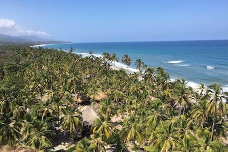 Naturaleza con Playa Pikua Ecolodge - Santa Marta (Centro Turistico Culturale e Storico) - Chalet