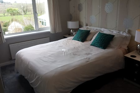 Keresen- King Bed - Ensuite - Wadebridge - Bed & Breakfast