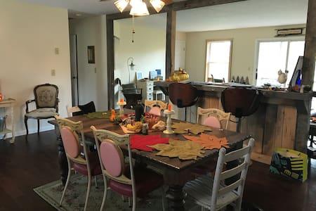 Spacious Home in the Vineyards - Geneva