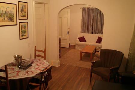 Spacious half house in Swillburg near South Wedge - Rochester - Entire Floor