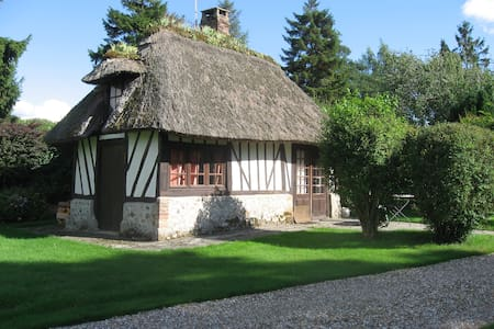 Romantic thatched little cottage - Hus