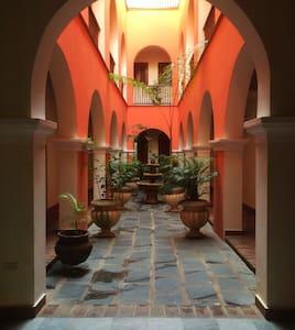 Colonial Apt w/Patio Old San Juan - Sant Joan