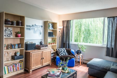 Glorious Rooftop Apartment on Commercial Drive - Apartment