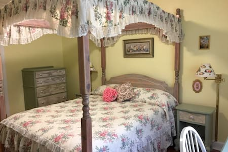 Sunny Cottage - Princess Room - New Rochelle - Huis