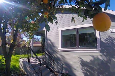 Pasadena Rose Bowl Guest House - Pasadena - Maison