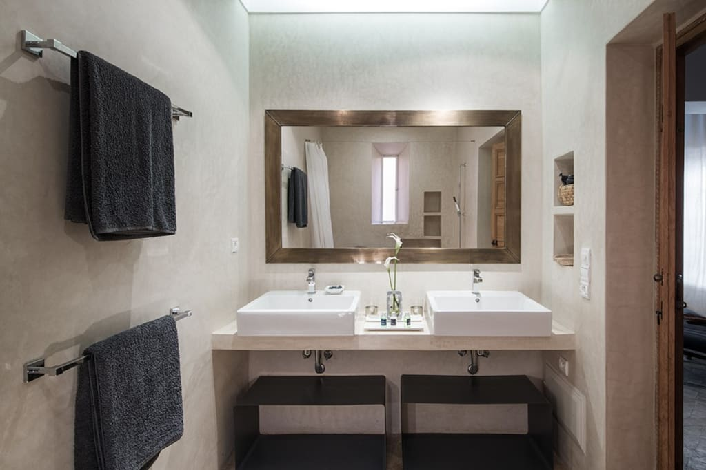 the suites bathroom