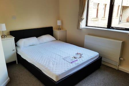 newsome, modern fully ensuite room 31 Huddersfield - Pis
