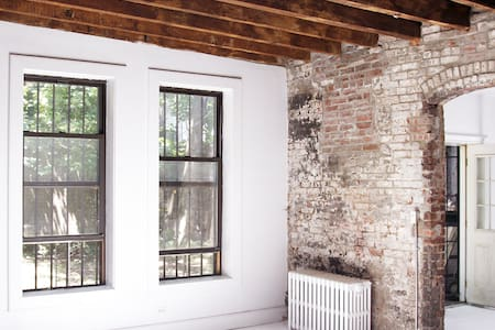 Secret Alley Carriage House - Brooklyn