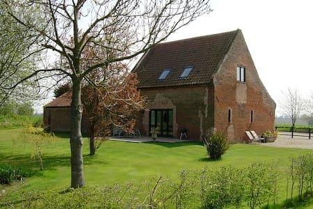 William's Barn - House