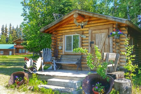 Riverfront rustic, cozy cabin - Fairbanks - Cottage