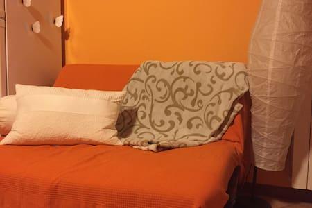 Pratico divano-letto in moderno app - Wohnung
