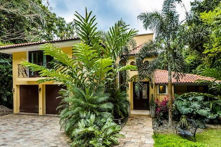 Casa Naniki gorgeous 4 bedroom home in the hills - San Juan - Casa