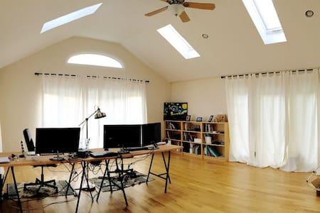 BRIGHT sunshine modern house@Northern Wilmington - Wilmington - Ház