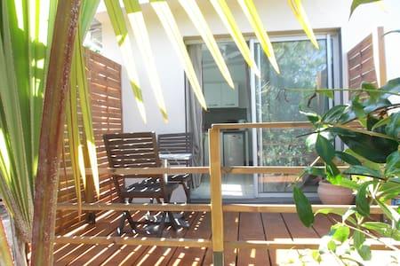 Charmant T1 avec terrasse chez le propriétaire - Lakás