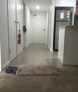 close to the station + own privacy - Wohnung