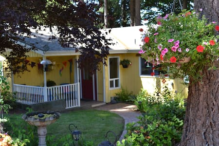 Sarah's Airbnb - Cozy Retreat - Chehalis - Bed & Breakfast