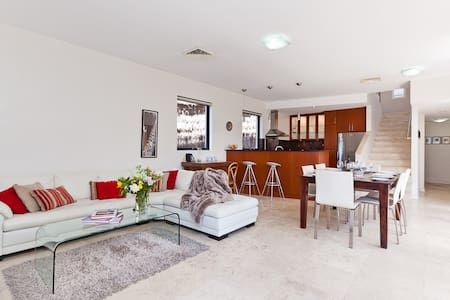 North Freo Chic,executive house - North Fremantle