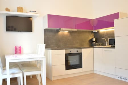 Sunny & colorful 2 BDRM flat at the @Basilica - Budapest - Appartement