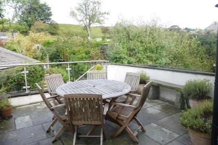 Friendly Home in Charming Dales Village - Maison