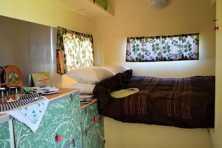Retro Taylor van @ unique camp park - Husbil/husvagn